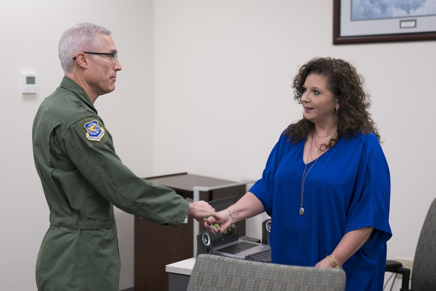 Maj. Gen. La Fave visits 413th Flight Test Group