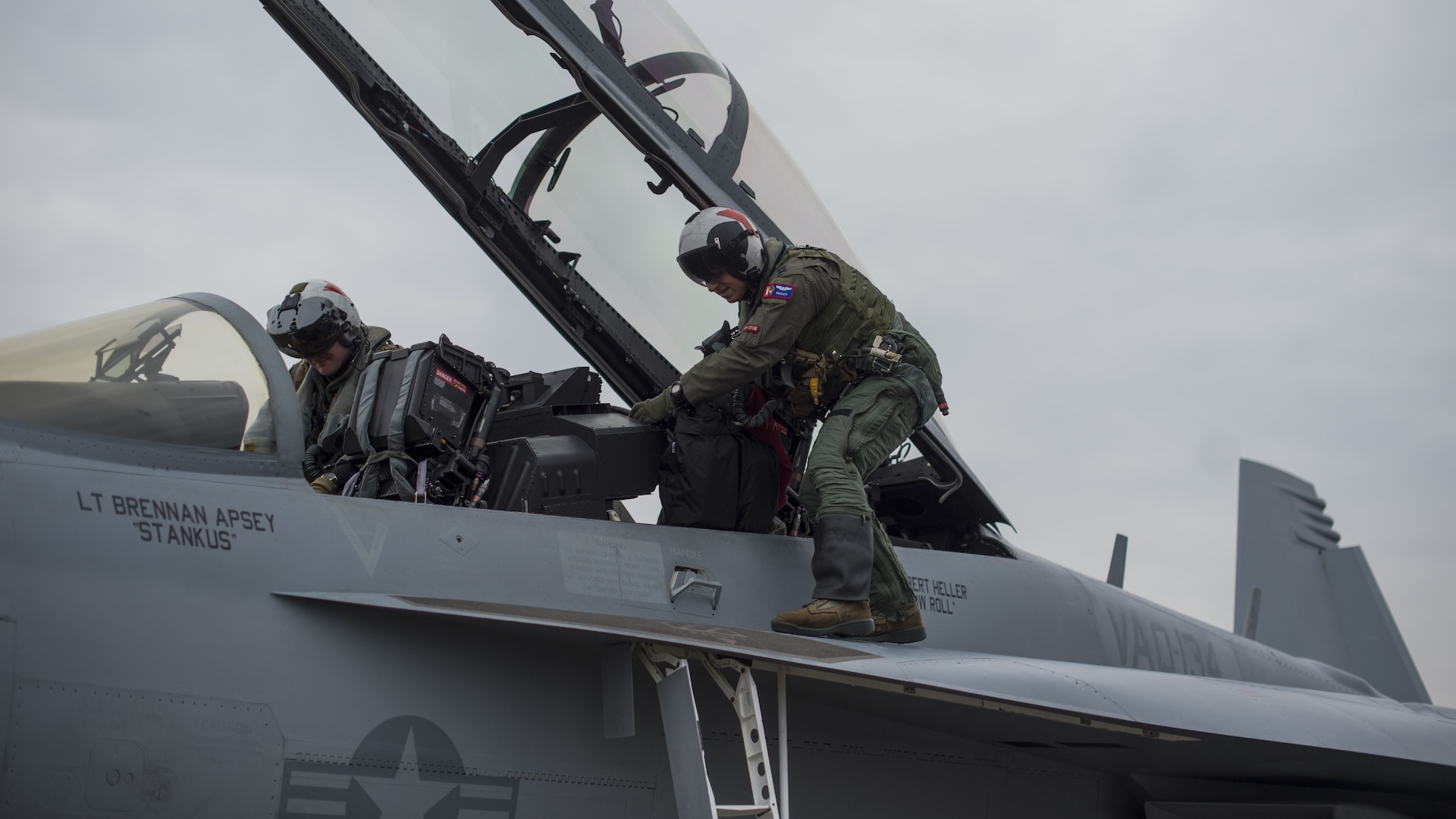 Sister services exchange Growler, Viper familiarization flights