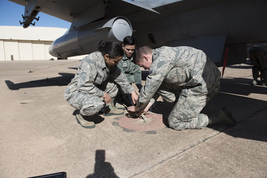 362nd TRS Crew chief training