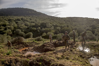 U.S. explosive ordnance disposal Marines with Special Purpose Marine Air-Ground Task Force-Crisis Response-Africa train with Spanish EOD Marines at Sierra del Retin, Spain, Jan. 18, 2018. SPMAGTF-CR-AF is deployed to conduct limited crisis-response and theater-security operations in Europe and North Africa. (U.S. Marine Corps photo by Sgt. Takoune H. Norasingh/Released