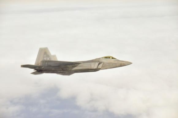 117 ARW Refuels F-22 Raptor