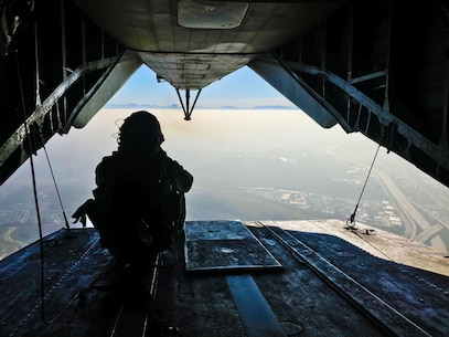 "1st Recon takes to the sky with ""Warhorse"""