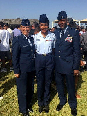 Ohio Airman with her parents
