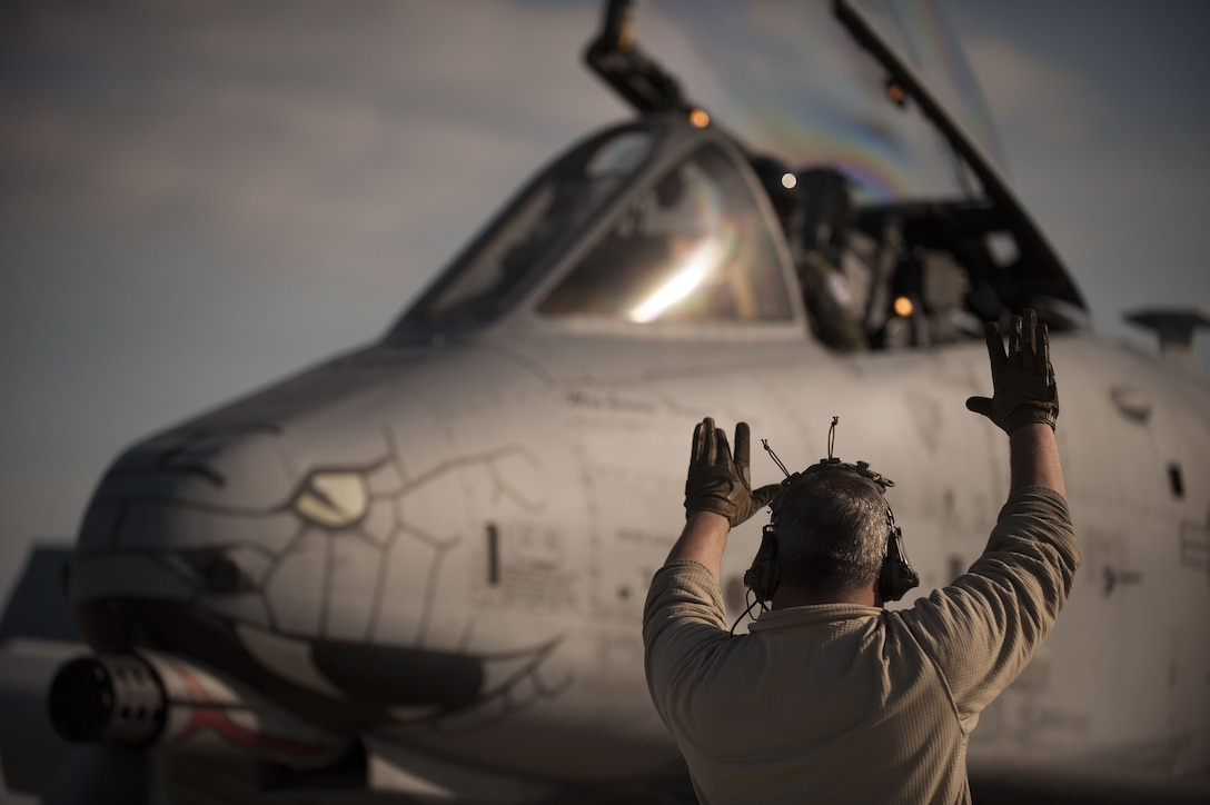 """Staff Sgt. Will Lowe, a 122nd Fighter Wing crew chief marshals an A-10C Thunderbolt II """"Warthog"""" aircraft after a successful mission during Operation Guardian Blitz, Jan. 31, 2018, at MacDill Air Force Base, Fla. Guardian Blitz is a two-week joint exercise to improve service interoperability for combat search and rescue and close air support. (U.S. Air National Guard photo by Staff Sgt. William Hopper/Released)"""