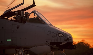 "An A-10C Thunderbolt II ""Warthog"" pilot from the 163rd Fighter Squadron, and crew chiefs from the 122nd Fighter Wing prepare for takeoff during Operation Guardian Blitz, Jan. 23, 2018, at MacDill Air Force Base, Fla. Guardian Blitz is a two-week joint exercise to improve service interoperability for combat search and rescue and close air support. (U.S. Air National Guard photo by Staff Sgt. William Hopper/Released)"