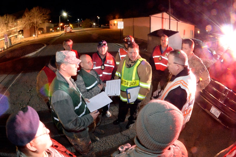 Assistant Chief Michael King, incident commander, briefs key individuals during an emergency response exercise Jan. 30, 2018, at Hill Air Force Base, Utah. (U.S. Air Force photo by Todd Cromar)