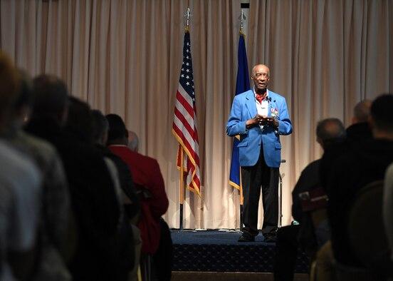 Woodhouse speaks to Airmen