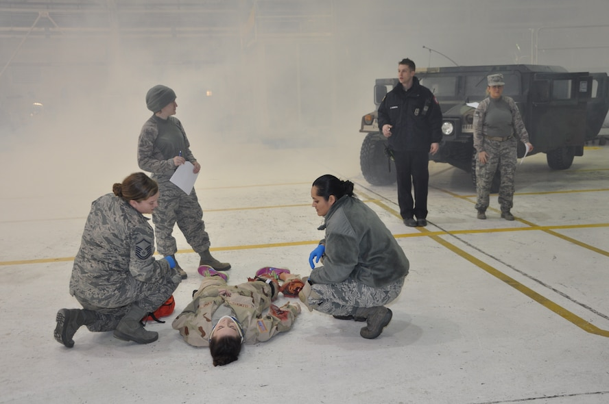 914th ASTS participates in EMT refresher course