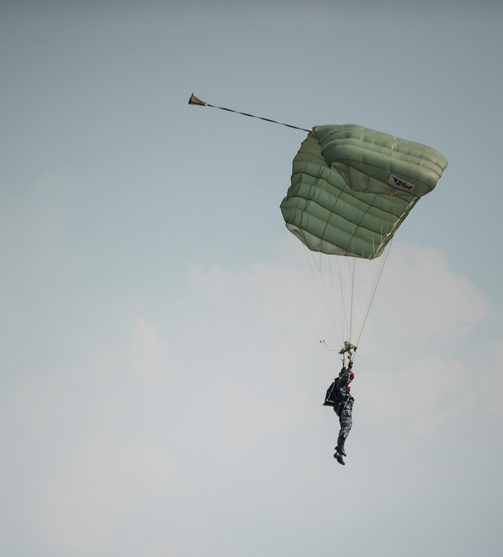 Bilateral friendship jump at Cobra Gold 2018