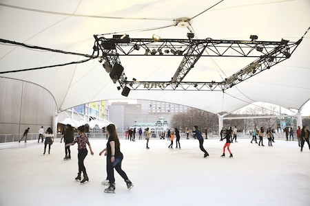 From less than an hour to a weekend getaway, there are several ice skating options in Kansas. The Crown Center Ice Terrace at Kansas City, Missouri is one of them.