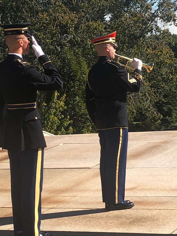 Alabama Guardsman Lays Wreath at Arlington