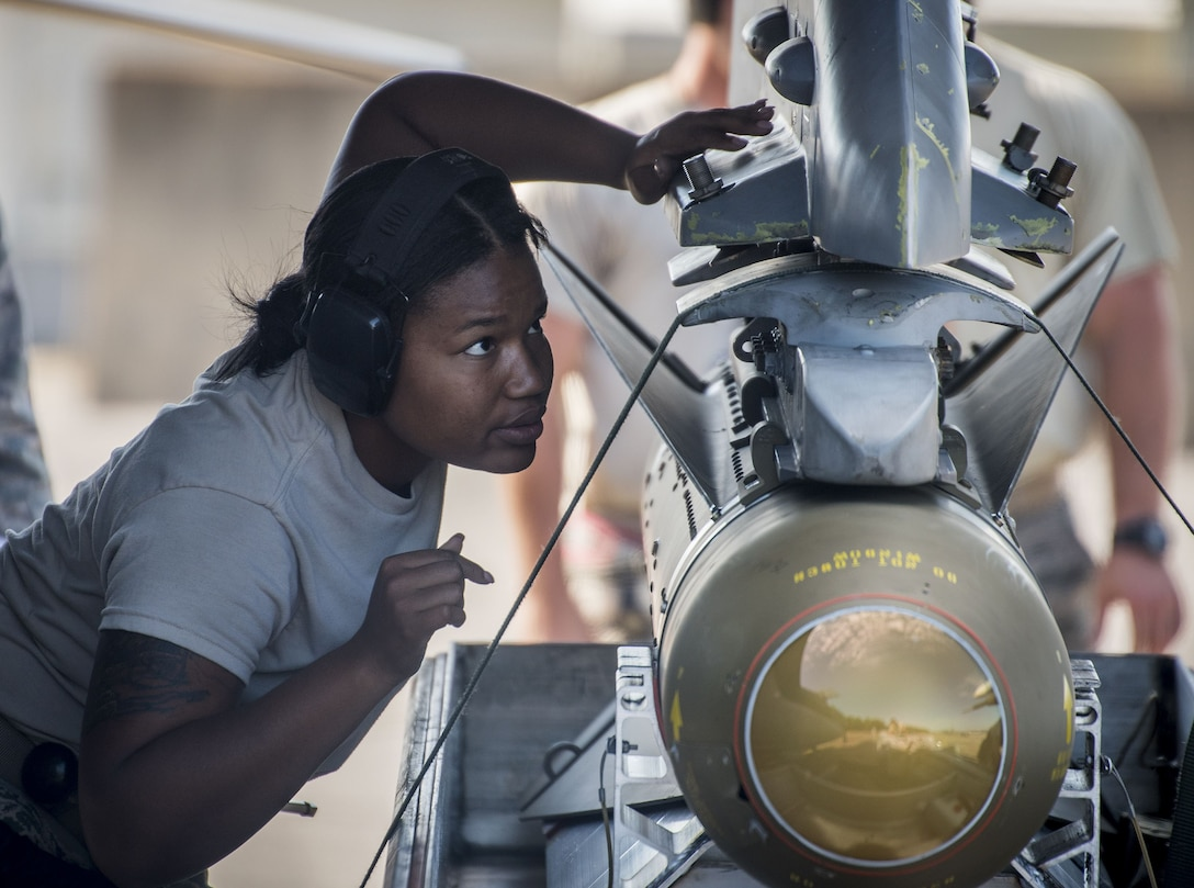 A 20th Aircraft Maintenance Squadron Airman directs the loading of a bomb onto an F-16 Fighting Falcon Nov. 2 at Eglin Air Force Base, Fla. A-10s, F-16s, F-22s and MQ-9s visited the base to participate in the 53rd Wing exercise. The 86th Fighter Weapons Squadron's Combat Hammer is a weapons system evaluation program for air-to-ground munitions. (U.S. Air Force photo by Samuel King Jr.)