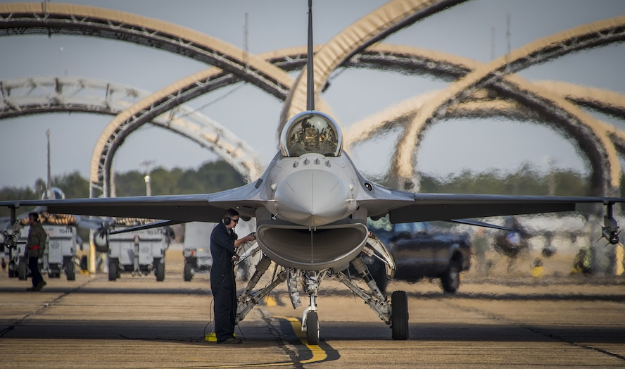 An F-16 Fighting Falcon goes through a maintenance check during a hot pit session, Dec. 14, 2017, at Eglin Air Force Base, Fla. The 96th Test Wing recently established the quarterly hot pit refueling capability, enabling aircrew to fly more sorties and maintainers more time to work on the aircraft. Although hot pitting is new for the test wing, it is a common occurrence for operational wings. (U.S. Air Force photo by Samuel King Jr.)