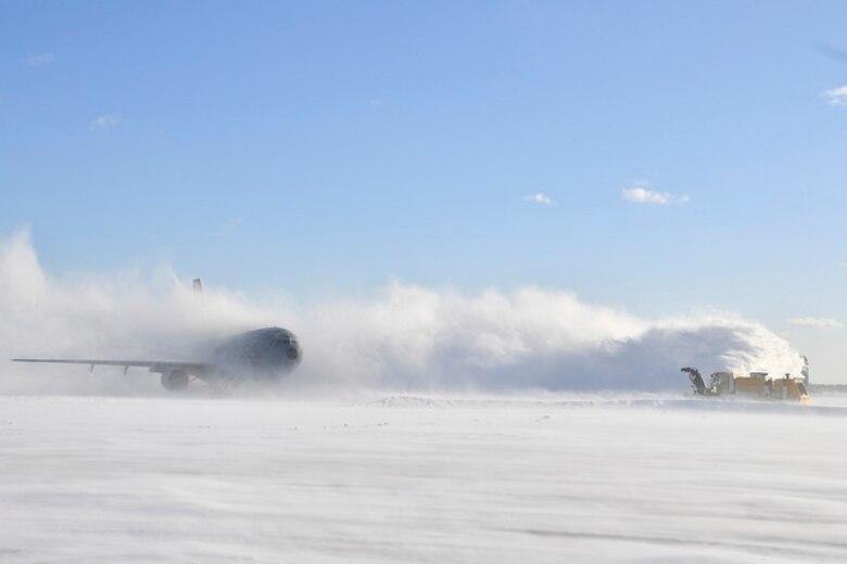 87 CE removes snow from flightline