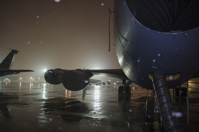 Snow falls as a 141st Air Refueling Squadron KC135R is prepped on the flightline at Joint Base McGuire-Dix-Lakehurst, N.J., Jan. 17, 2018. (U.S. Air National Guard photo by Staff Sgt. Ross A. Whitley)