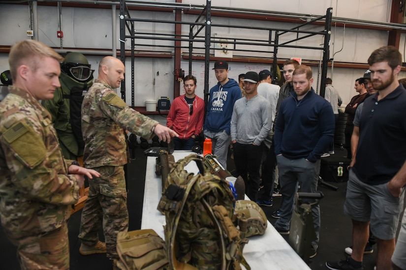 Members of the South Carolina Stingrays toured Joint Base Charleston, S.C., Jan. 10, 2018.