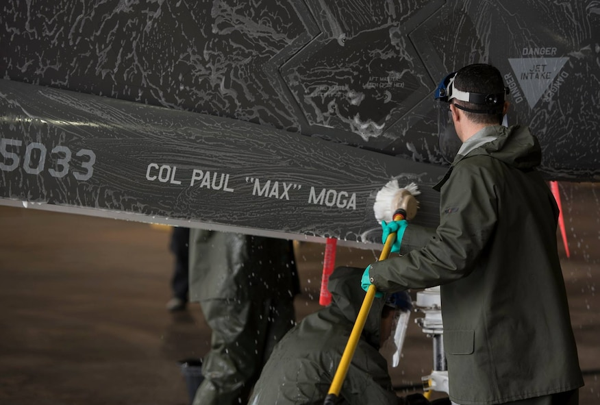 33rd commander helps clean flagship