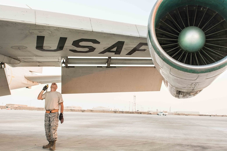 Crew chief inspects JSTARS aircraft