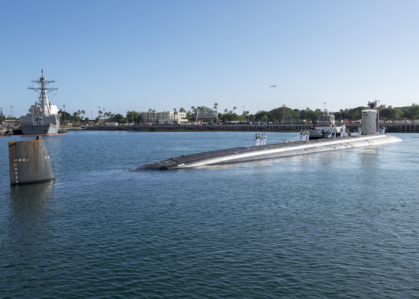 180126-N-KV911-0035 PEARL HARBOR (Jan. 26, 2018) Virginia-class fast-attack submarine USS Missouri (SSN 780) arrives at Joint Base Pearl Harbor-Hickam, after completing a change of homeport from Groton, Connecticut, Jan. 26. USS Missouri is the 6th Virginia-class submarine homeported in Pearl Harbor. (U.S. Navy Photo by Mass Communication Specialist 2nd Class Shaun Griffin/Released)