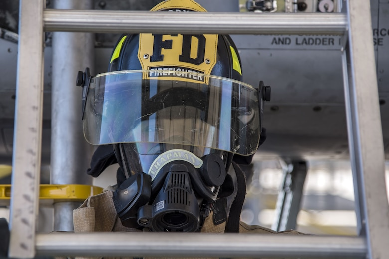 Airman 1st Class Orlando Chapman, 23d Civil Engineer Squadron (CES) firefighter, holds a ladder during extraction training, Jan. 25, 2018, at Moody Air Force Base, Ga. Firefighters from the 23d CES conducted A-10C Thunderbolt II extraction training to practice extinguishing an aircraft fire and quickly rescuing a pilot from an A-10. The 23d CES holds the extraction training twice annually and are evaluated on the amount of time it takes them to rescue a pilot from the cockpit. (U.S. Air Force photo by Airman Eugene Oliver)