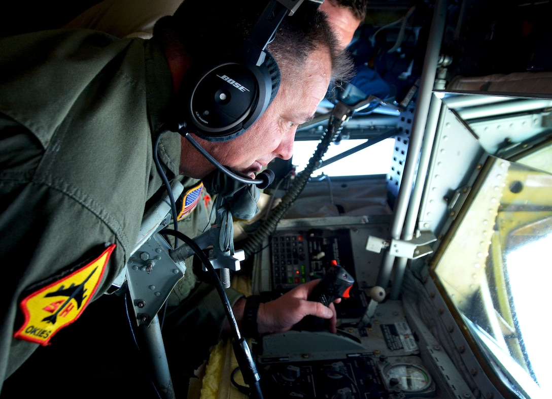 Chief Master Sgt. Steven Robinson, 465th Air Refueling Squadron boom operator from Tinker Air Force Base, Okla., monitors fuel delivery Jan. 22, 2018, from a KC-135R Stratotanker to a 154th Wing Hawaii National Guard F-22 from Joint Base Pearl Harbor-Hickam, Hawaii, in support of Exercise Sentry Aloha. (U.S. Air Force photo/Tech. Sgt. Samantha Mathison)
