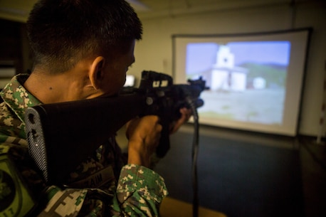 Indonesian Marines get hands on with ISMT weapons during RIMPAC