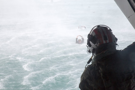 RIMPAC participants practice helo casting in Hawaii