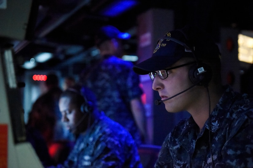 Sailor aboard guided-missile destroyer USS Michael Murphy takes part in Office of Naval Research demonstration of new and improved training combining software and gaming technology to help naval forces develop strategies for diverse missions and operations, Pearl Harbor, March 24, 2016 (U.S. Navy/John F. Williams)
