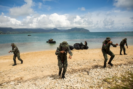 Philippine Marines conduct beach insertions during RIMPAC