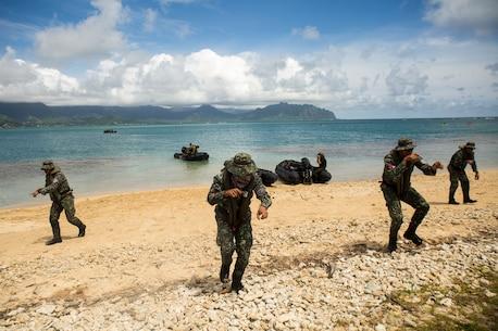 Philippine Marines conduct beach insertions during RIMPAC