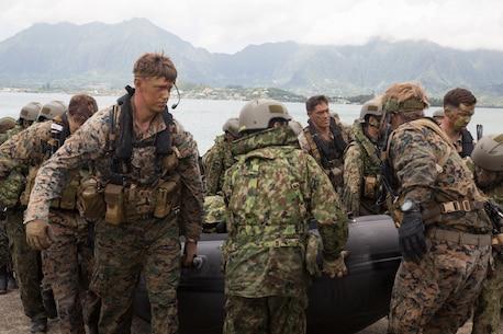 RIMPAC participants practice amphib operations in Hawaii