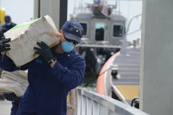 U.S. Coastguardsman offloads cocaine at Coast Guard Station Miami Beach, Florida, September 18, 2014 (U.S. Coast Guard/Jon-Paul Rios)