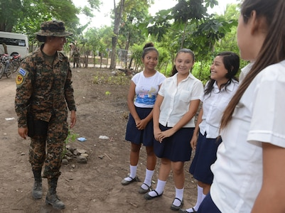 1st Lt. Yamilet Estefani Alabi, a Salvadoran soldier, chats with a group of eighth graders who will attend a new school she and American Soldiers and Marines are building in El Amato, El Salvador. The construction is part of U.S. Army South-led Beyond the Horizon exercise lasting May 12 through Aug. 4, 2018.
