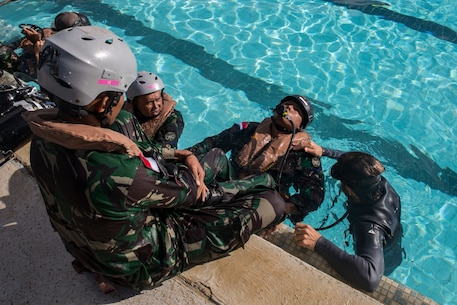 Indonesian Marines undergo SWET during RIMPAC