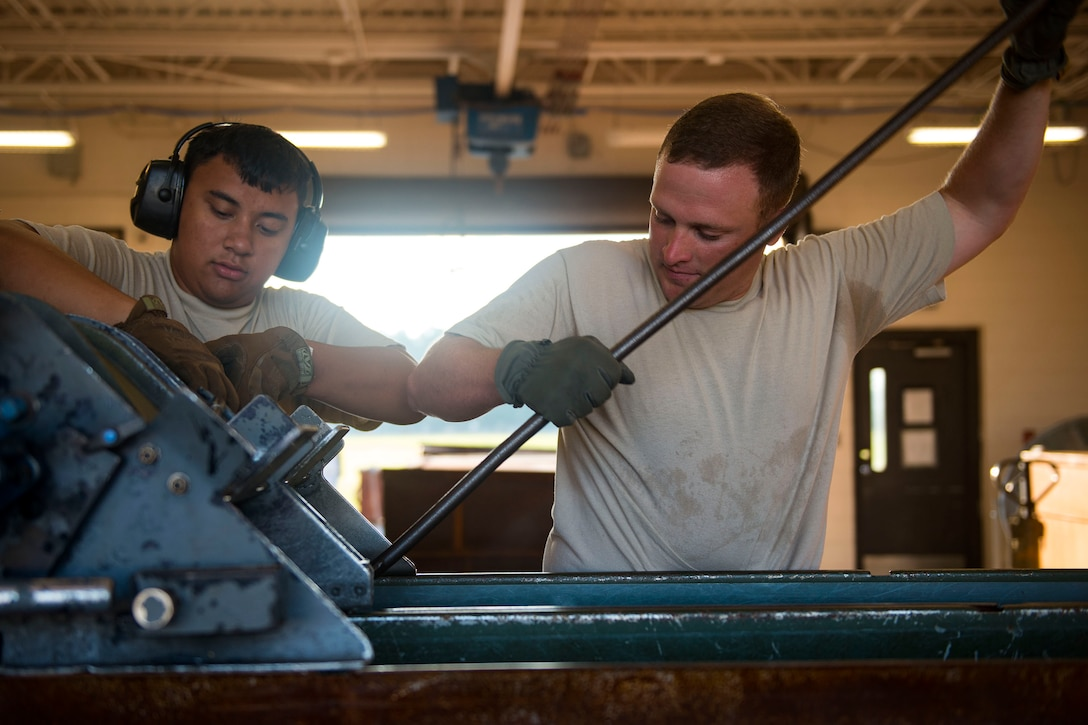 Tech. Sgt. Robert Lewis, right, 476th Maintenance Squadron (MXS) NCO in charge of line delivery, and Airman 1st Class Jordan Sili, 23d MXS crew member, work on feeding munitions through a GFU-7 rail system during a 30mm rounds processing, July 11, 2018, at Moody Air Force Base, Ga. This total force integration training with the 23d and 476th MXS allowed Airmen to work together to identify more ways to efficiently and safely conduct their mission. The munitions flight ensures the A-10C Thunderbolt IIs are armed with 30mm rounds to make sure they are able to continue their mission while at home station deployed. (U.S. Air Force photo by Airman 1st Class Erick Requadt)
