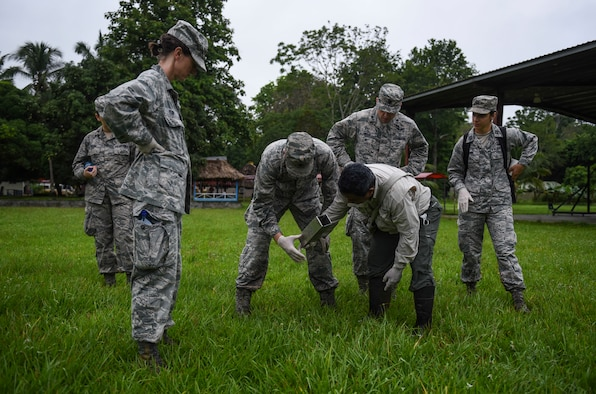 A team of U.S. Air Force members and biologists with the Gorgas Institute in Panama check a rodent trap in Meteti, Panama, June 6, 2018. The doctors were participating in an Emerging Infectious Diseases Training Event during Exercise New Horizons 2018, in which they received informational lectures from Panamanian infectious disease experts and conducted field studies of possible virus carrying wildlife and insects. (U.S. Air Force photo by Senior Airman Dustin Mullen)