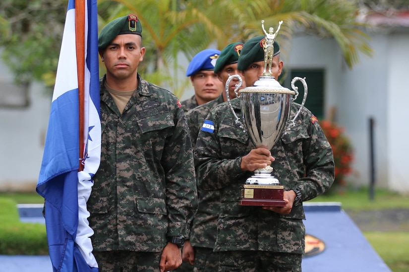 Panamanian commandos hold the Fuerzas Comando special operations competition trophy to open the 2018 exercise.