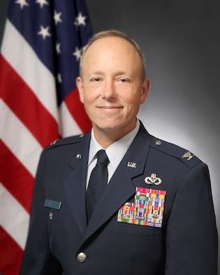 Official portrait of Col. William Giezie