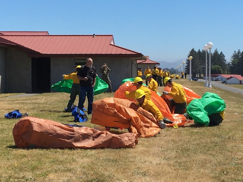 Oregon National Guardsmen deploy emergency fire shelters during training.