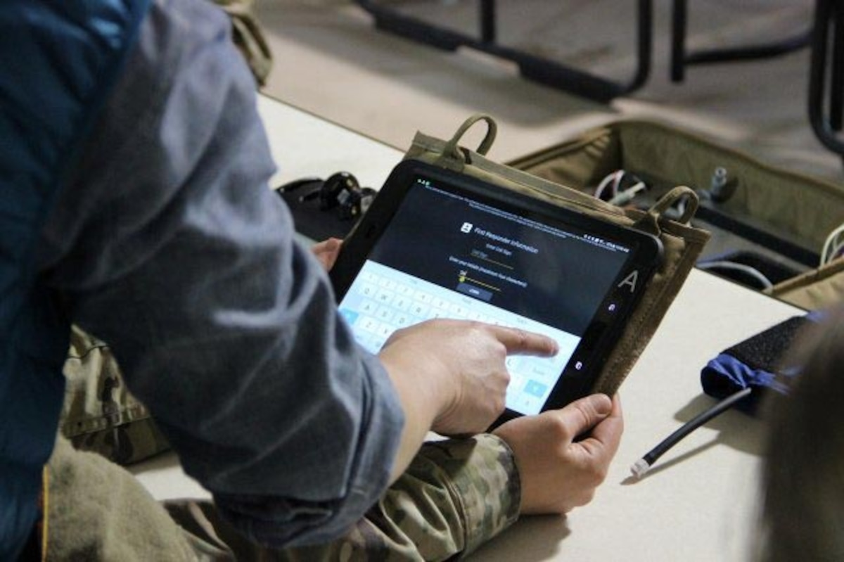Soldiers use a MEDHUB telemedicine system.