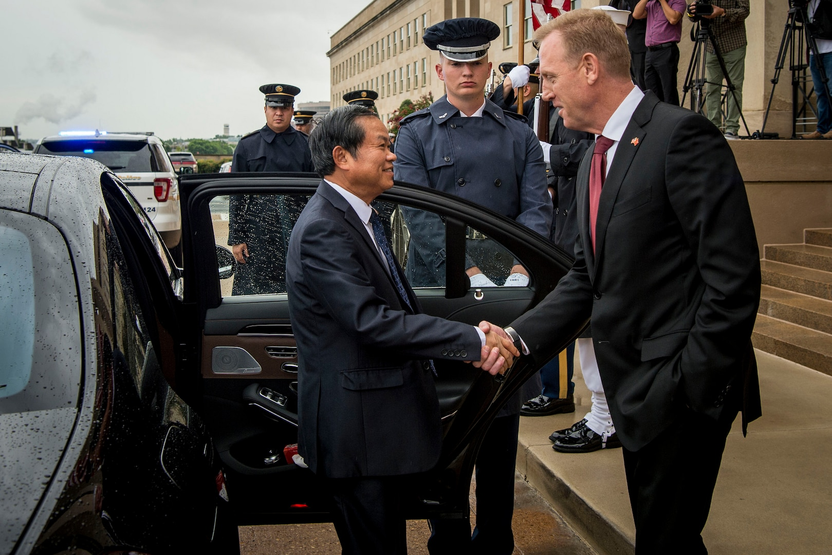 Shanahan, Senior Vietnamese Official Discuss Security Relationship