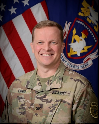 Official photo of Colonel Carter Price, Commandant of the Recruiting and Retention College