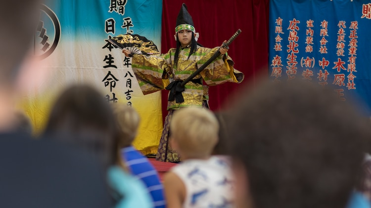 Japanese share history through performance with American children