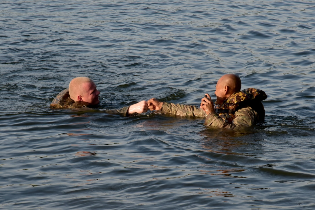 Reserve engineers drop into the Arkansas River for River Assault 2018