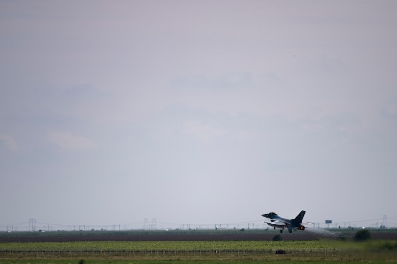 A Romanian air force pilot takes off in an F-16 Fighting Falcon on Borcea Air Base, Romania, July 26, 2018. The Romanian air force obtained the F-16s in 2016. U.S. Air Force maintenance personnel visited Borcea to provide visual aid and share aircraft maintenance processes with the Romanians as part of a three-week engagement. (U.S. Air Force photo by Senior Airman Devin Boyer)