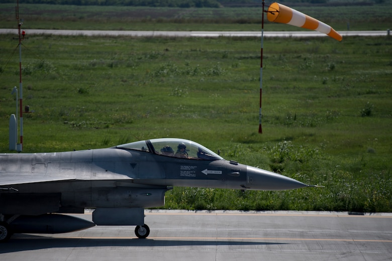 A Romanian air force pilot prepares to take off in an F-16 Fighting Falcon on Borcea Air Base, Romania, July 26, 2018. The Romanian air force obtained the F-16s in 2016. U.S. Air Force maintenance personnel visited Borcea to provide visual aid and share aircraft maintenance processes with the Romanians as part of a three-week engagement. (U.S. Air Force photo by Senior Airman Devin Boyer)