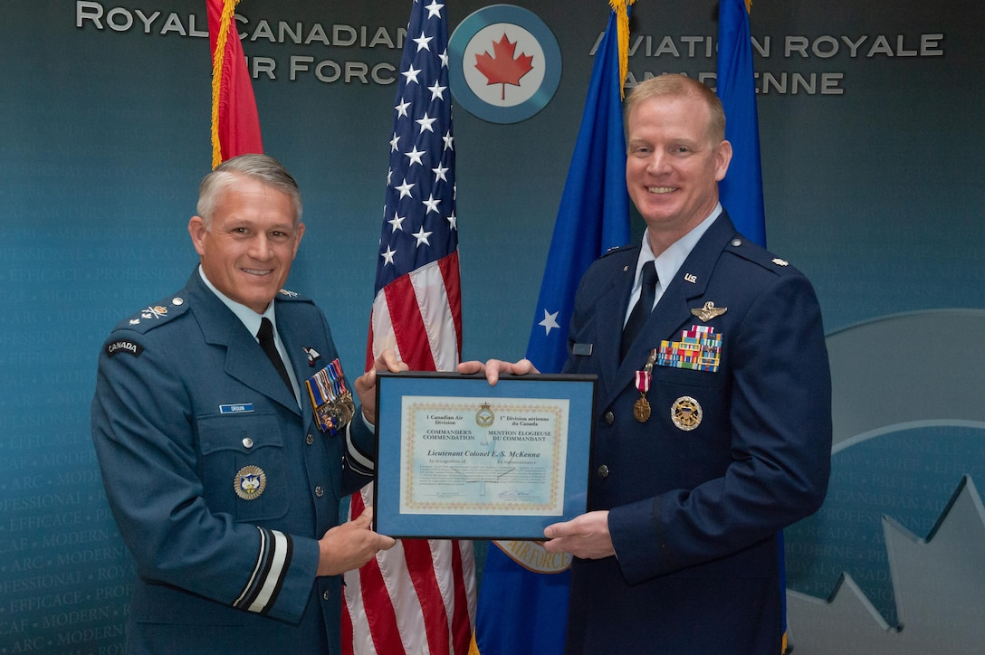 1 Canadian Air Division Commanding Officer, Major General Christian Drouin presents the Commanders Commendation to Lieutenant Colonel Ethan McKenna during the Detachment 1, First Airforce change of command ceremony on June 18th, 2018 at 1 CAD, Winnipeg.