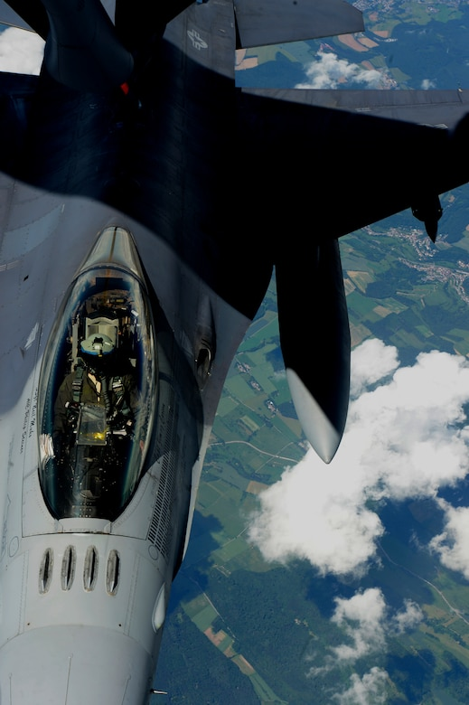 The Utah ANG conducted air-to-air refueling with F-16s for training purposes.