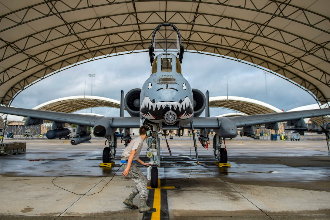 A-10 Thunderbolt II maintenance