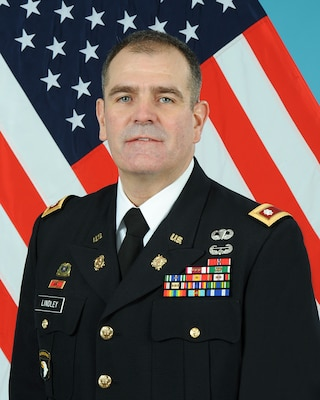 Lindley receives DMSM for achievements as commander, DLA Distribution Anniston, Alabama